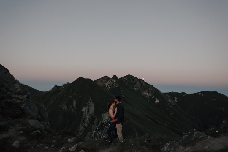 Engagement session in Auvergne after hiking and camping