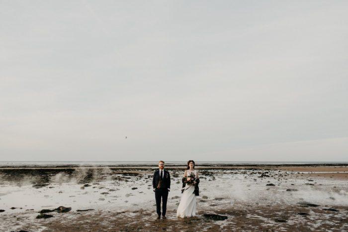 Cérémonie laïque intimiste sur la plage en Normandie