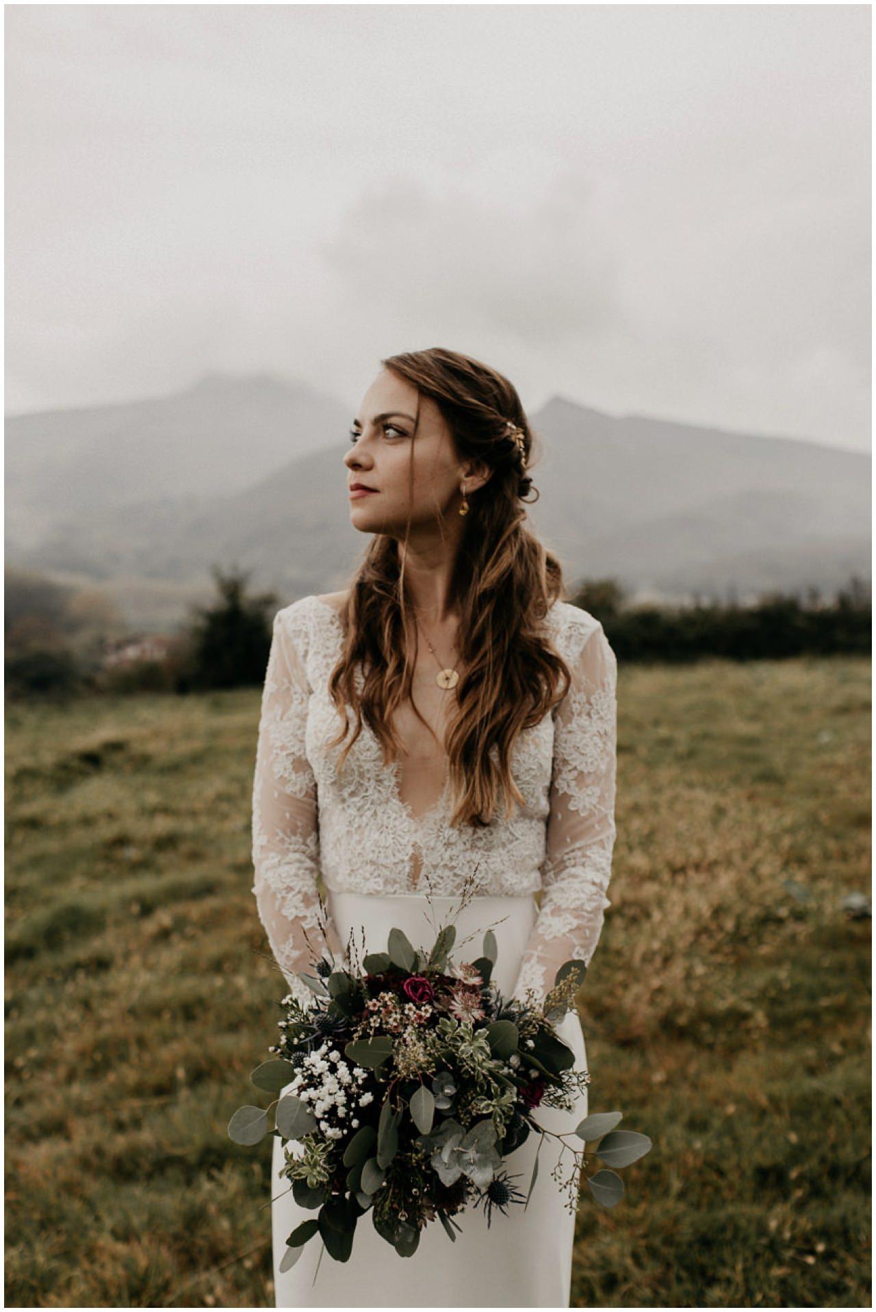 Portrait de la mariée devant les montagnes